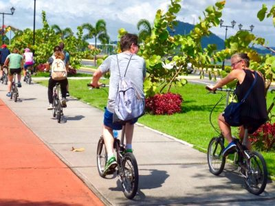 Panama City sightseeing Bike Tour guests meeting each other