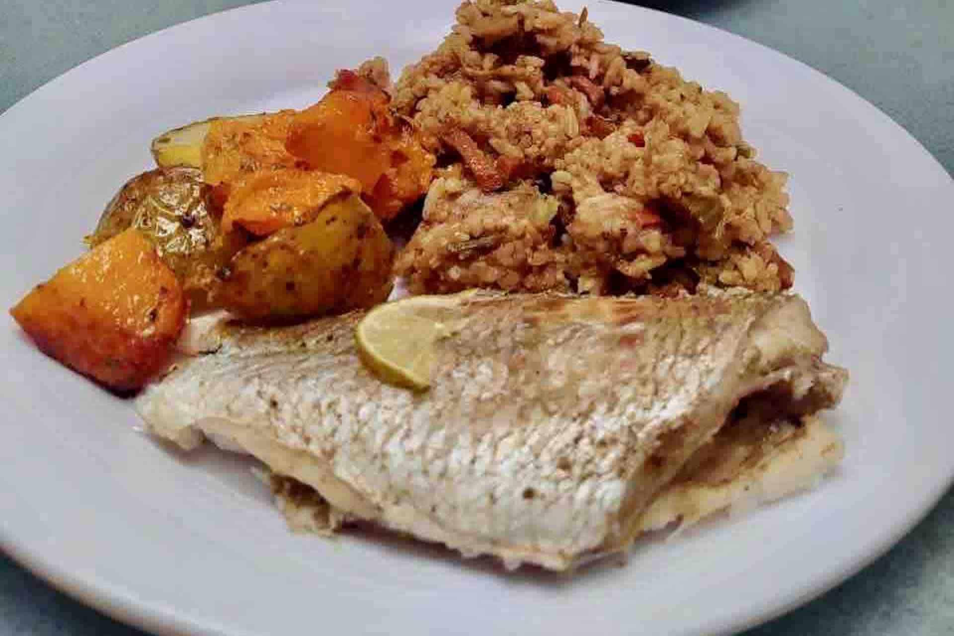 Panama Caribbean tour fish lunch