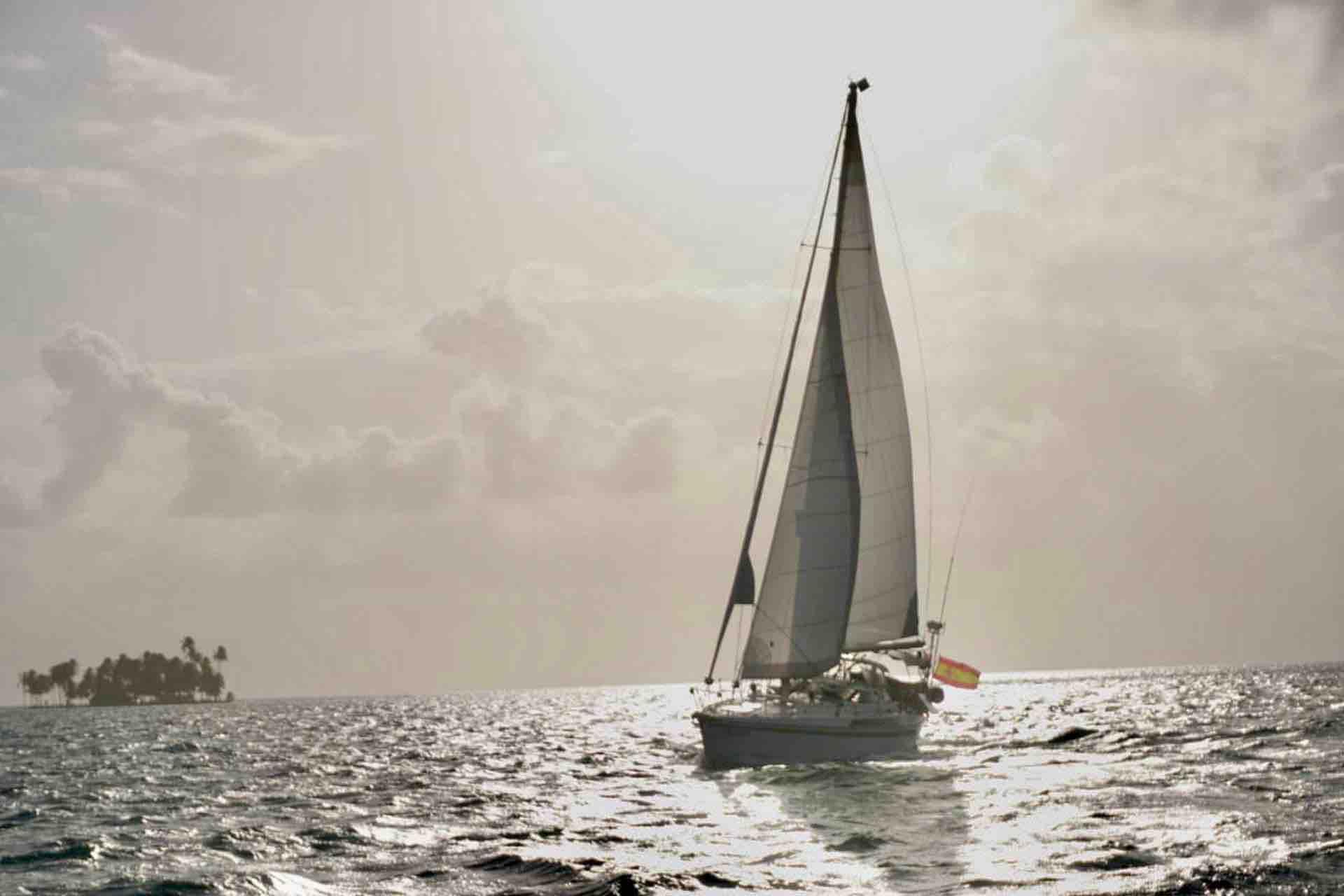 Dike San Blas sailboat sailing in sunset