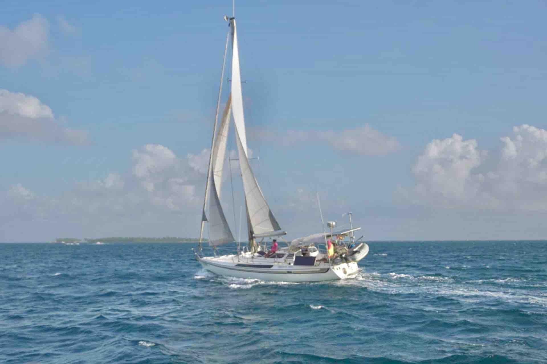 Dike sailboat San Blas sailing